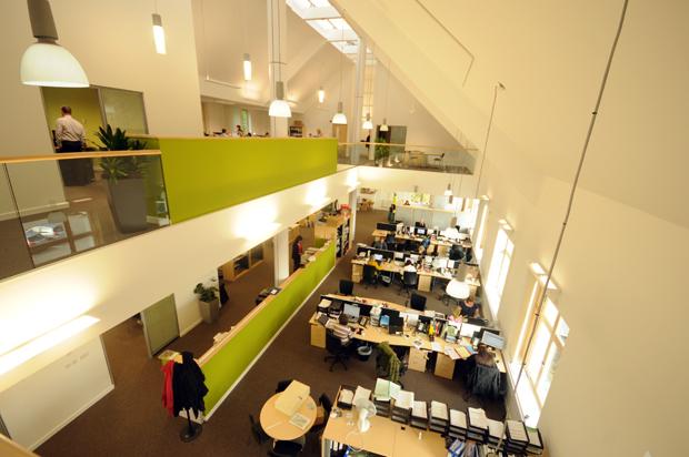 hatcher-prichard-architects_bristol-cardiff_monmouthshire-housing-association-headquarters_first-floor-in-sunshine